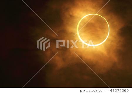 环形日食 42374369