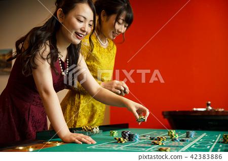 賭場輪盤賭的女人 42383886