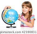 Little girl is examining globe 42390831
