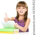 Little girl is using tablet 42391052
