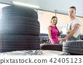 woman mechanic tires 42405123