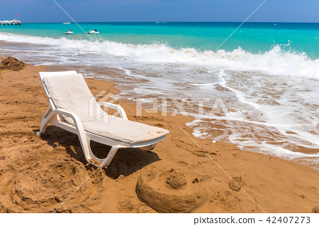 Sun lounger on the beach on Turkish Riviera 42407273