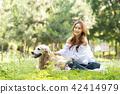 젊은여자, 개, 강아지, 애완동물, 골든 리트리버 42414979