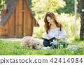 젊은여자, 개, 강아지, 애완동물, 골든 리트리버 42414984
