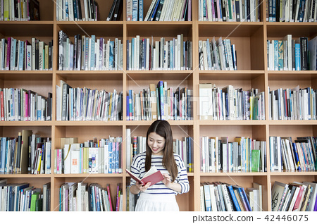 Japanese women reading books in the library 42446075