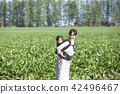 同時保持嬰兒家庭園藝 42496467