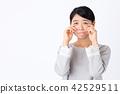 젊은 여성 흰색 배경 42529511