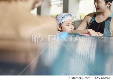 Swimming coach and children 42538898