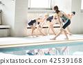 游泳教練和孩子 42539168