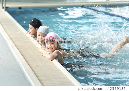 游泳儿童游泳 42539185