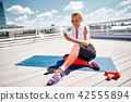 woman fitness rooftop 42555894