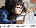 成熟的女人 一個年輕成年女性 女生 42560099