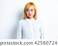 女性肖像面部表情 42560724