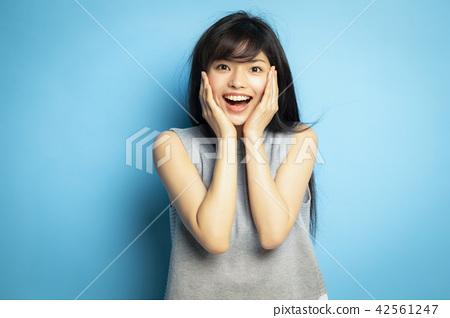 女性肖像面部表情 42561247