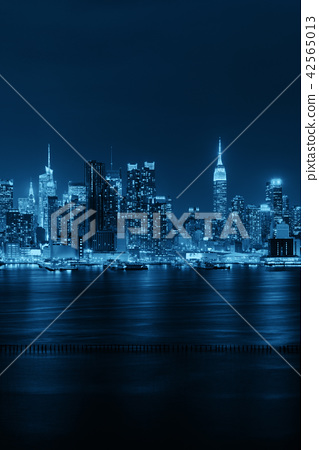 Midtown skyline over Hudson River 42565013