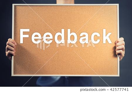 Businessman Holding blank wood Board FEEDBACK Word 42577741