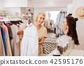 Shopping addicted mother and daughter having fun in showroom 42595176