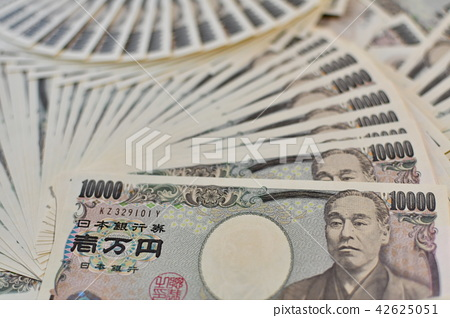 Lots of 10,000 yen notes 5 42625051