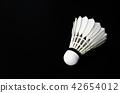 Badminton white shuttlecock feather. 42654012