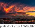 黃昏的大雲和新加坡的集裝箱碼頭 42692302