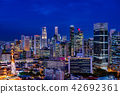 摩天大樓晚上風景在新加坡 42692361