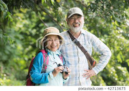 조류 관찰을하는 일본인 수석 부부 42713675