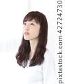 成熟的女人 一個年輕成年女性 女生 42724730