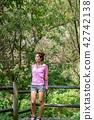 운동으로 단련된 건강미 넘치는 여성 42742138