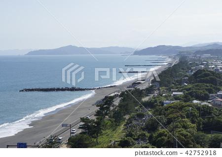 Scenery along the seaside 42752918