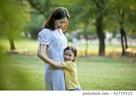Mother and child, lawn, warmth 42770523