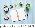 Desk table with notebook, cube calendar and clock 42771428