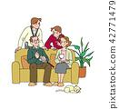 放鬆在客廳的家庭 42771479