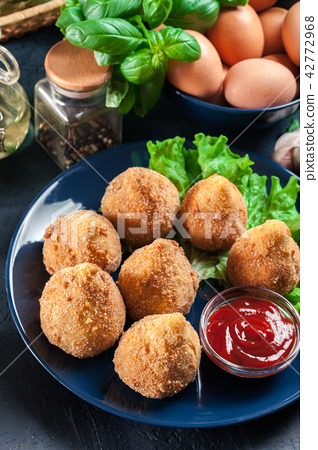Coxinha. Fried croquette with chicken 42772968