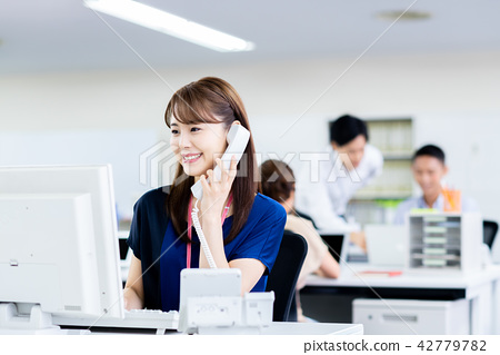 女商人(电话) 42779782