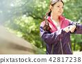 公園女子跑步 42817238