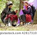 Men and women outdoor leisure 42817310
