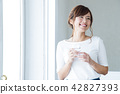 여성 물 해독 미용 젊은 여성 미용 건강 라이프 스타일 42827393