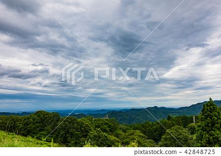 여름 산의 날씨 태풍 통과 후 고개에서 관동 평야 東秩父 마을 a 하늘 넓은 42848725