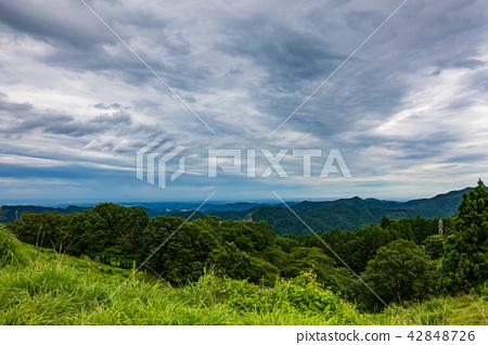 여름 산의 날씨 태풍 통과 후 고개에서 관동 평야 東秩父 마을 b 42848726