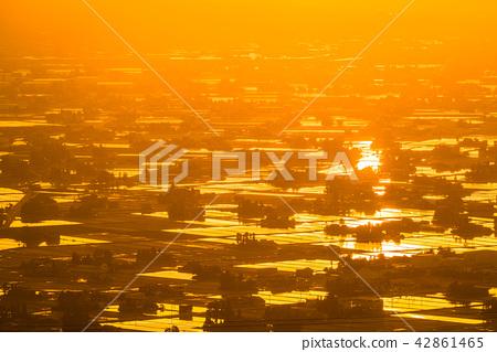 《富山県》富山の絶景・砺波平野、散居村の夕景 42861465