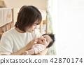 아기 낮잠 가족 부모와 자식 42870174