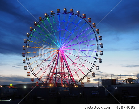 Ferris Wheel in Sunset and Evening 2018-06-03 42874095
