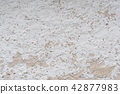 Rough weathered white wall 42877983