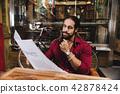 Thoughtful stylish man reading news 42878424