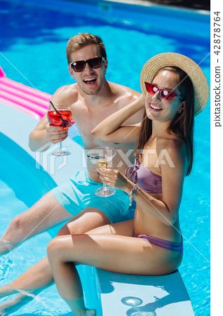 Modern stylish couple wearing sunglasses drinking alcohol drinks 42878764