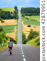 홋카이도 가미 후라노 롤러 코스터의 길을 사이클링 42879951