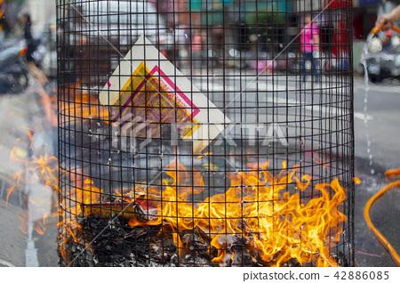 中國 종교, 焚燒 종이 잔돈 중국의 종교 불타는 지폐, Chinese religion 42886085