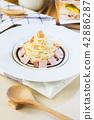 spaghetti cabonara. 42886287