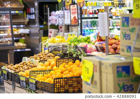 超市,蔬果及貨品,スーパーマーケット、果物と野菜、商品、Supermarkets, fruits  42888091