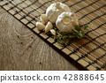 Close purple garlic and pepper 42888645